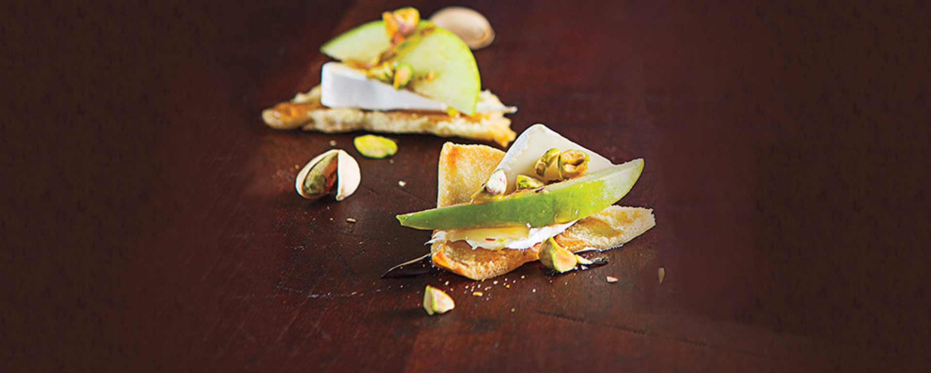 Apple brie pita crisps