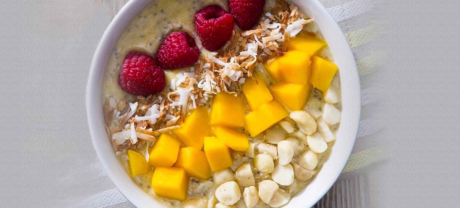 Hawaiian smoothie bowl