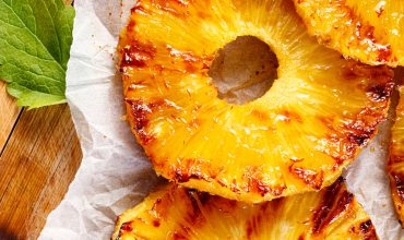 Grilled pineapple with wonton crisps